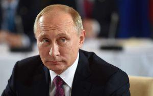 Agentes de ICE deportan desde Florida a espía rusa ligada a la NRA