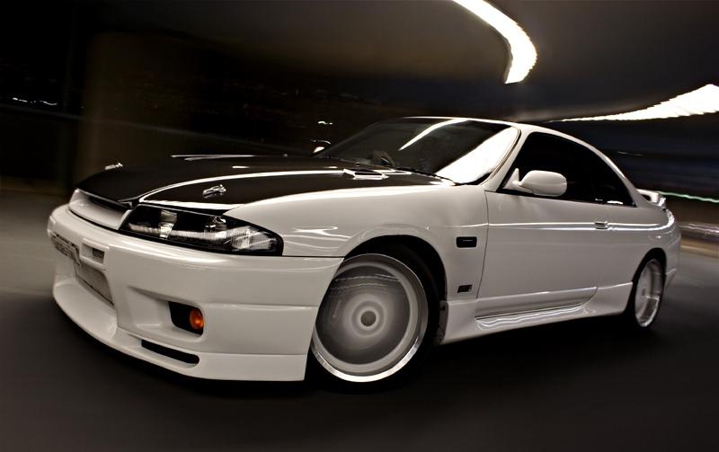 Video muestra bodega secreta en Japón con cientos de Nissan Skylines en venta para ser importados a los Estados Unidos