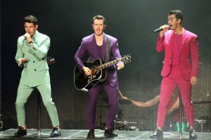 Maduros, casados y más exitosos que nunca, los Jonas Brothers provocan la locura de sus apasionadas fans