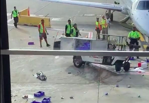 VIDEO: Carro de catering pierde control en pista de aterrizaje y convierte en héroe a operador