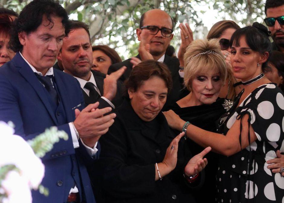 Ex representante de José José prepara demanda en contra de Sarita Sosa
