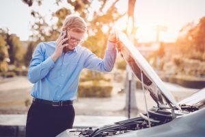 8 malos hábitos al conducir que pueden costarte mucho dinero