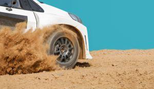 ¿Cuál es la manera correcta de conducir en caminos de tierra?
