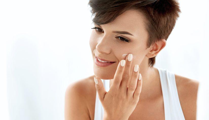 Los 5 productos reafirmantes para la cara que le darán a tu piel un efecto lifting