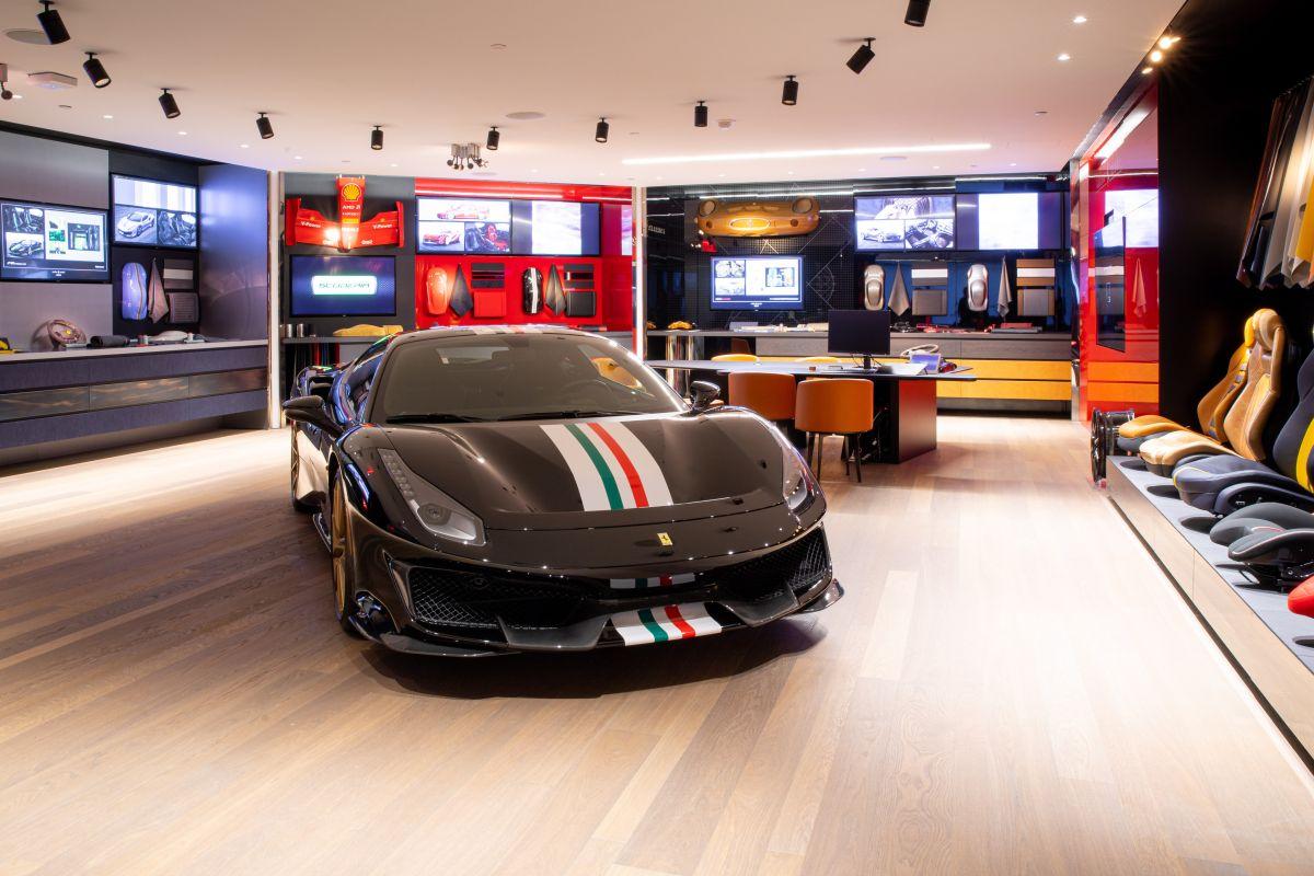 Ferrari abre su tercer boutique para personalizar autos de $500,000 en Nueva York