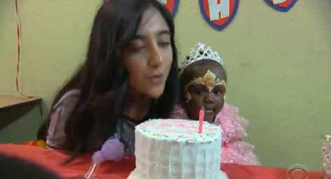 Adolescente californiana organiza fiestas de cumpleaños para niños sin hogar