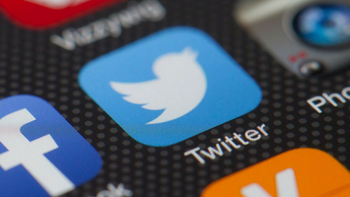 Acciones de Twitter se desploman 20%