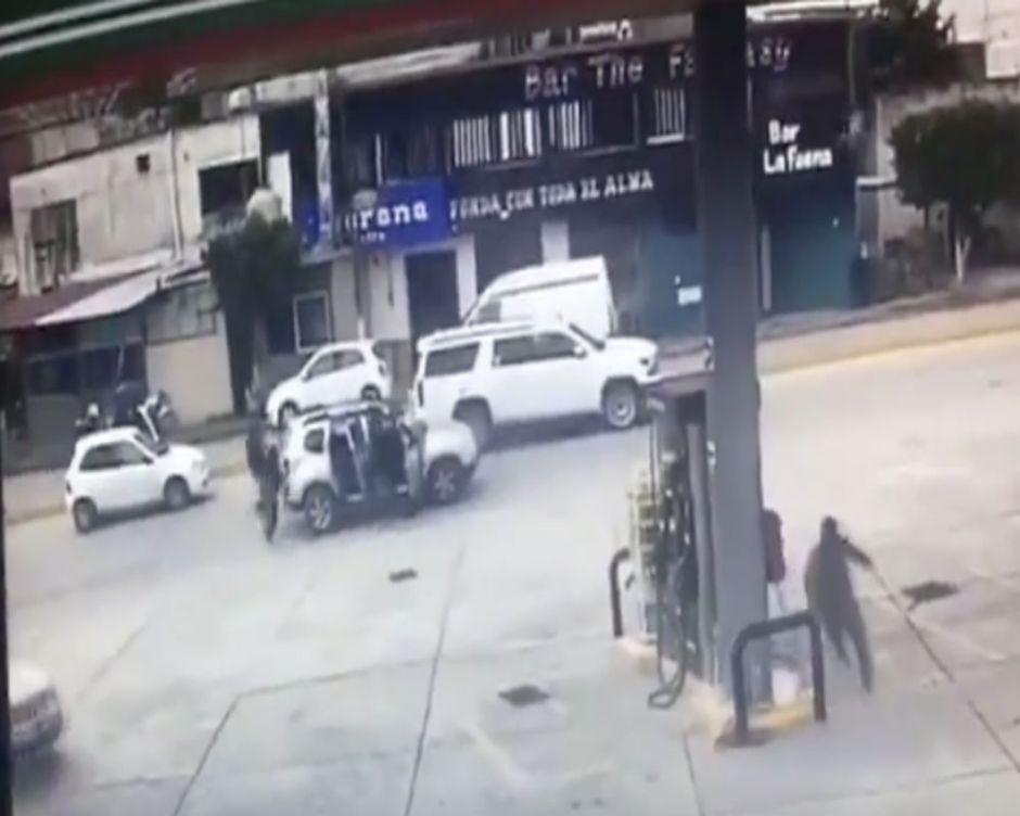 VIDEO: Narcos ejecutan con más de 50 balazos a hombre en el estado natal de AMLO