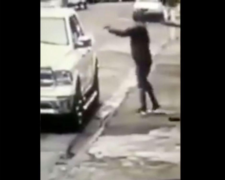 VIDEO: Sicario del narco mata a empresario que se dedicaba a la siembra de aguacate