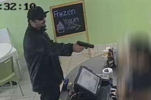 VIDEO: Robo con pistola en Garden Grove