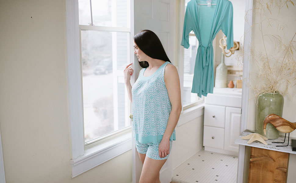 6 pijamas frescas y ligeras para evitar los sofocos de la menopausia por las noches