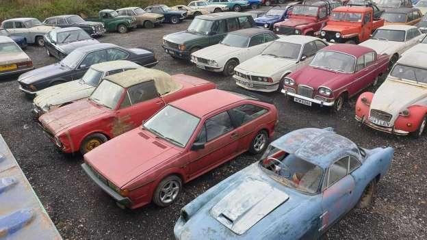 Encuentran 135 autos clásicos por error en una comunidad rural que fue comprada… ¿qué será de los autos ahora?
