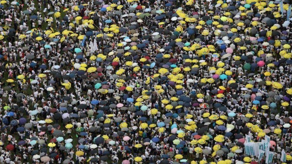 "Trump dice que ha salvado ""miles de vidas"" al evitar ataque de China a protestas en Hong Kong"