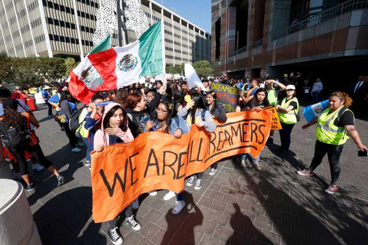 Estudiantes de secundaria dan la pelea por los DACAmentados