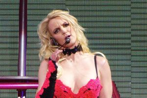 ¡Lo hizo de nuevo! Britney Spears vuelve a desafiar la censura posando topless en Instagram