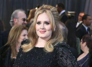 """Adele sorprende con su increíble pérdida de peso en un """"after party"""" de los Oscar"""