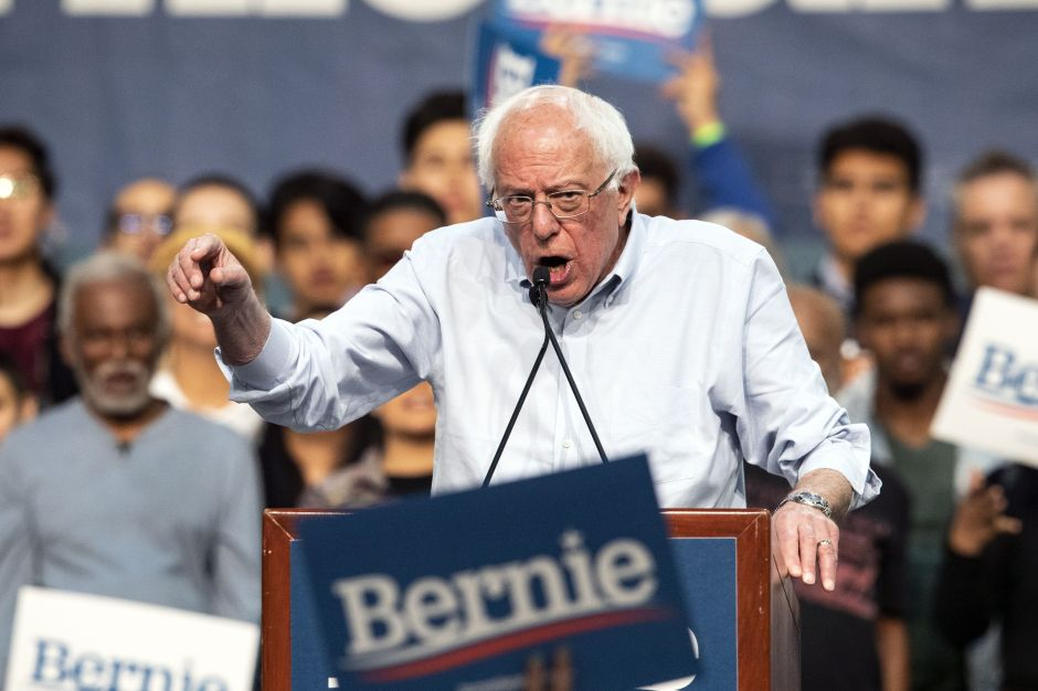 Latinos financian en grande la campaña de Bernie Sanders