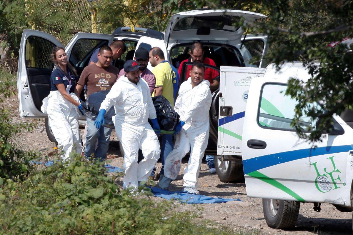 Hallan siete cadáveres dentro de camionetas en México