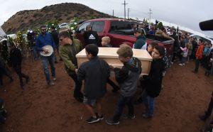 Familias de mormones que huyen de México llegan a Arizona días después de la masacre de la familia Le Barón