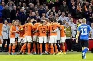 ¡Aplausos! El emotivo festejo de los jugadores de Holanda contra el racismo