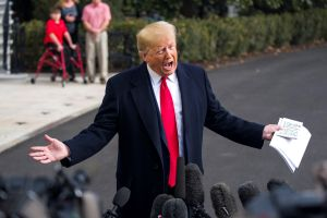"""Trump responde a fuerte testimonio de Sondland en su contra: """"No lo conozco muy bien"""""""