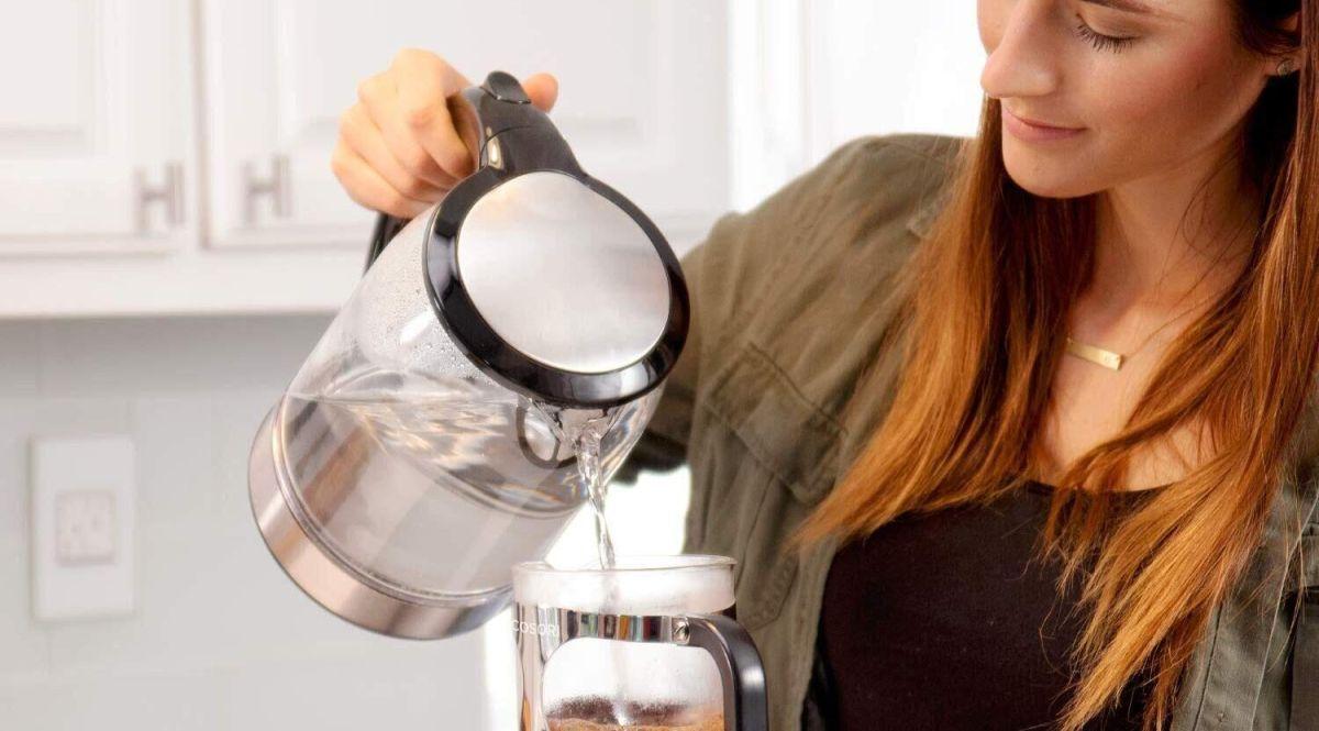 Las 5 mejores jarras calentadoras de agua por menos de $50