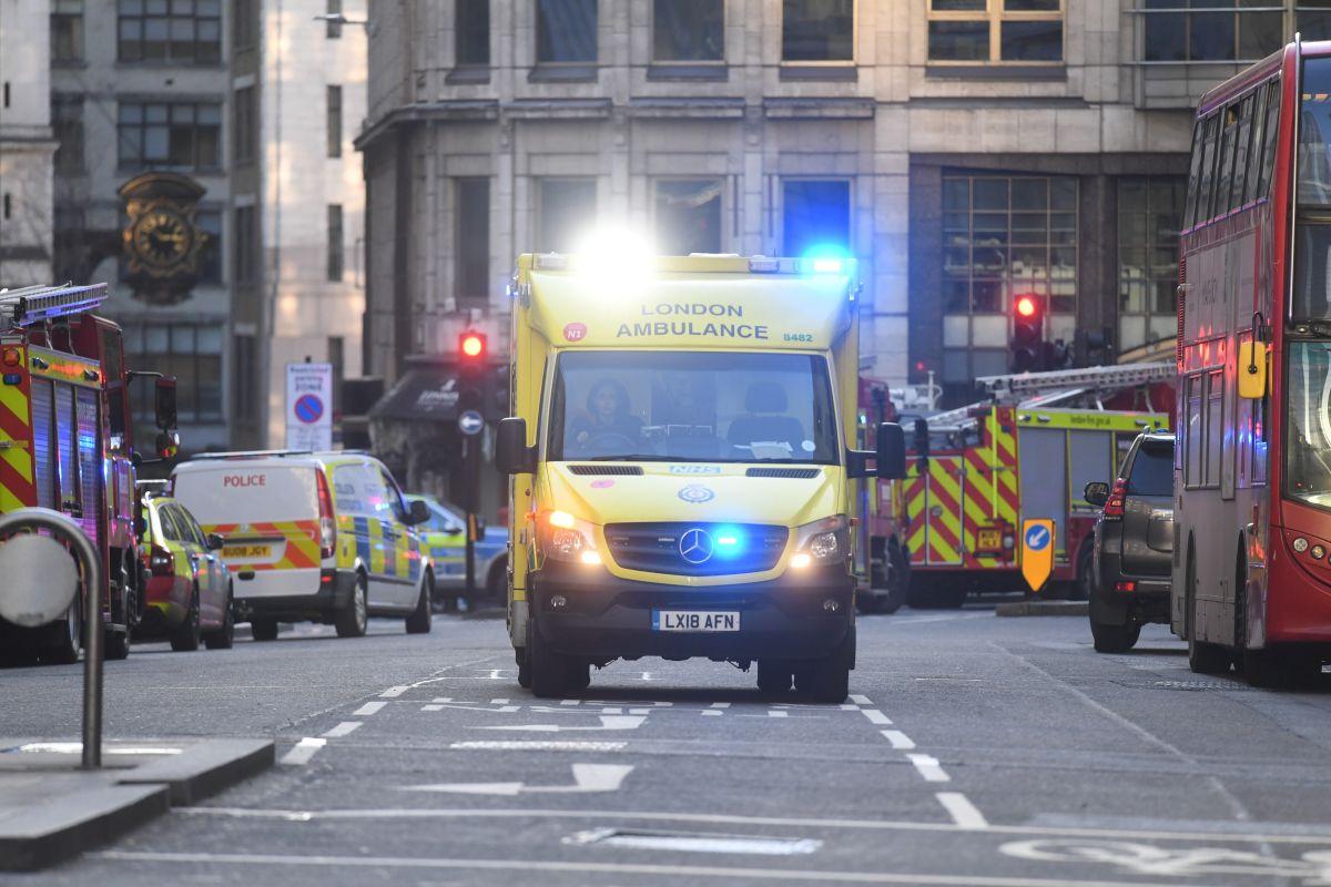 Reconocen a los peatones que desarmaron al atacante en Londres