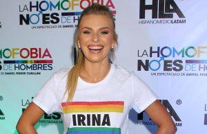 Irina Baeva optó por un minibikini color nude para ejercitarse en bicicleta, y lo presumió en video