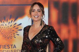 Con un vestido negro de red, Andrea Legarreta luce sus curvas y deja ver su ropa interior