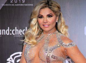 Aleida Núñez enloquece Instagram posando con mini vestido color neón