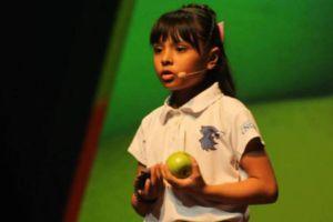 Adhara, la niña genio mexicana con un coeficiente superior al de Einstein y Hawking