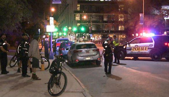 Texas: Armado con dos espadas y amenazando tener una bomba causó caos en el Riverwalk