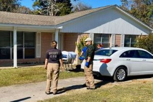 Texas: Encuentran muerta a mujer con mordidas de animal en el exterior de una residencia
