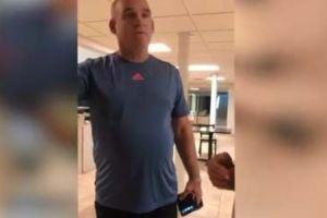 Republicano que echó a boricuas de club de tenis en Florida por hablar español les ofreció $50,000 por video