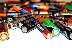 Por qué nunca deberías comprar baterías en las tiendas de a dólar