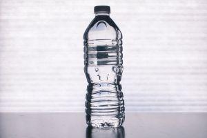 ¡Cuidado con el agua que compras! También tiene fecha de expiración