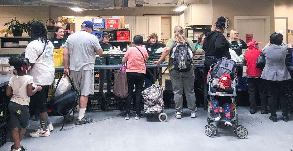 ¿Por qué los universitarios, ancianos e inmigrantes no aprovechan los cupones de alimentos?