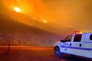 Incendio en California: evacúan viviendas al norte de Santa Bárbara