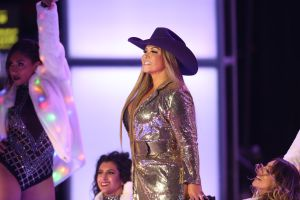 Video: Así cantó Chiquis Rivera 'Techno Cumbia' de Selena Quintanilla en los Premios de la Radio
