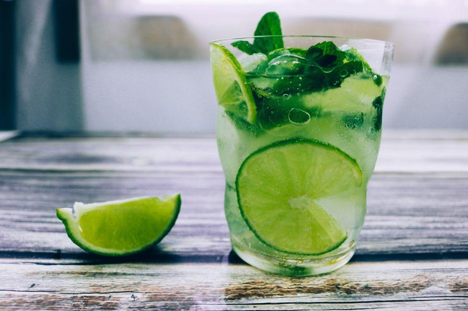 El limón ayuda a bajar de peso, ¿verdad o mito?