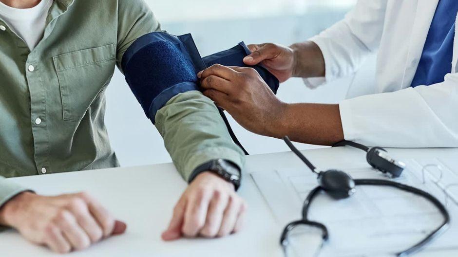 ¿Qué se considera un resultado saludable en un examen médico?