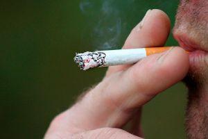 Demanda a compañías de tabaco porque su esposo murió de una enfermedad pulmonar, ¡y le dan $157 millones!