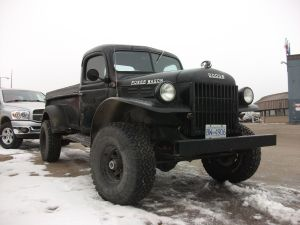 Jay Leno sale a conducir esta poderosa Power Wagon Restmod; mira el video