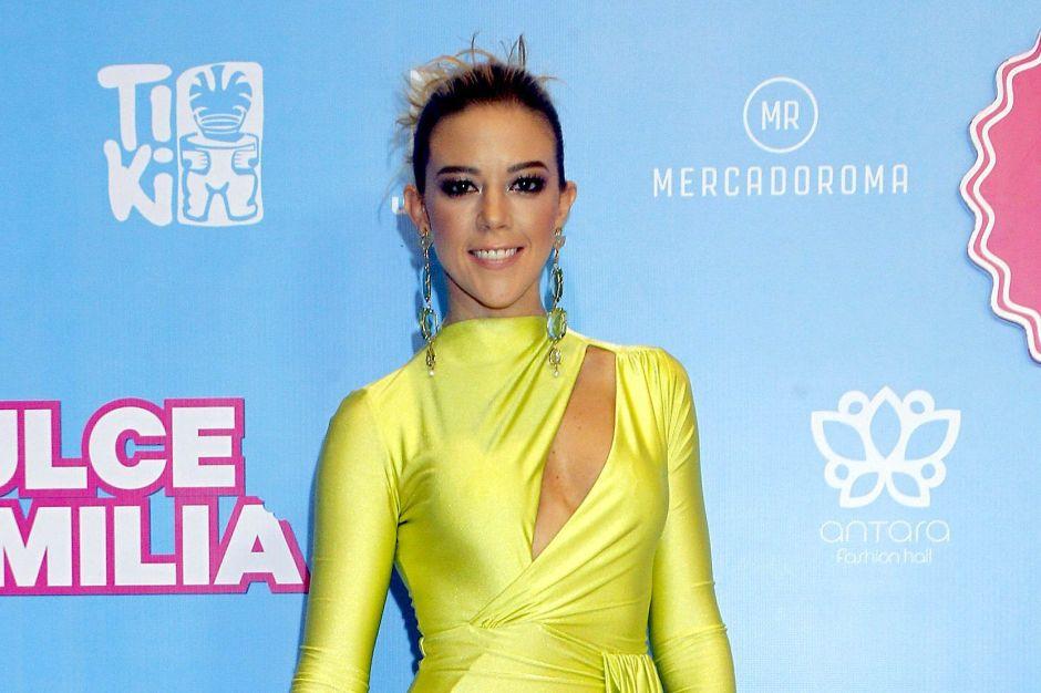Fernanda Castillo desea volver a la playa y lo demuestra con diminuto bikini dorado