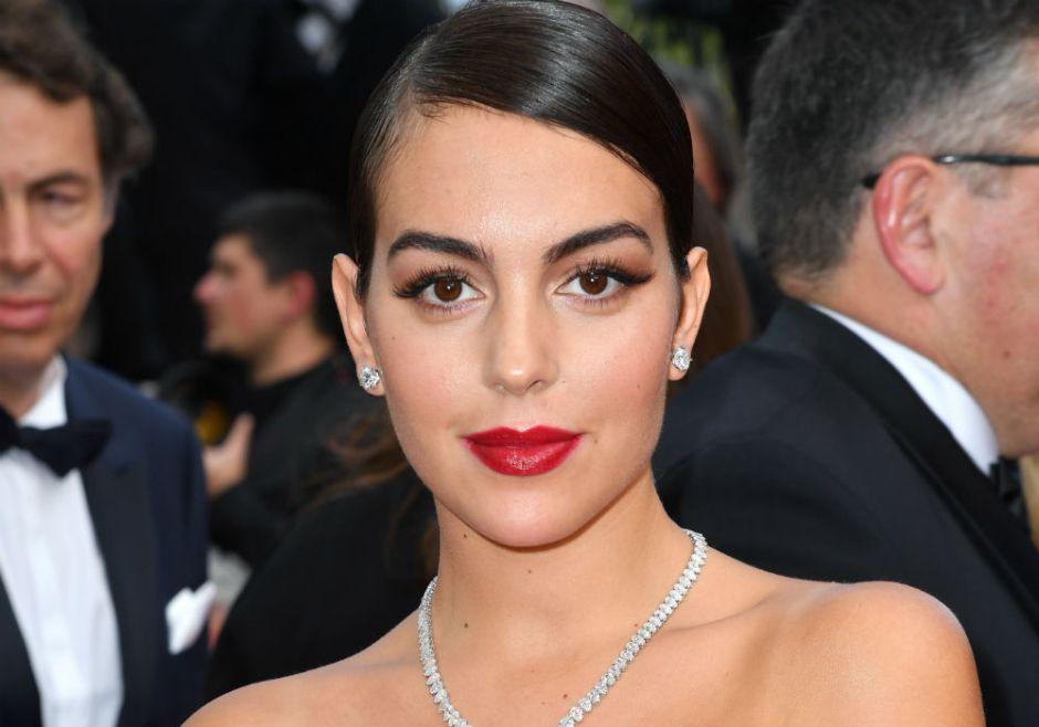 Al estilo Cleopatra y con corona, Georgina Rodríguez aparece bañándose en la tina