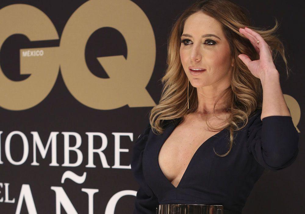 Geraldine Bazán se deja ver con un sensual vestido con transparencias y sin ropa interior