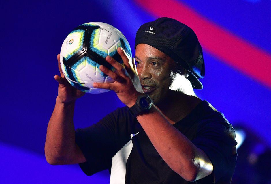 No pide nada: Ronaldinho quiere a Maradona, Romario y más estrellas para su partido de homenaje