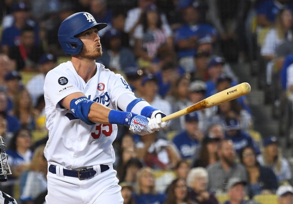 Los Ángeles barre con los 'MVP' del béisbol: premian a Cody Bellinger y Mike Trout