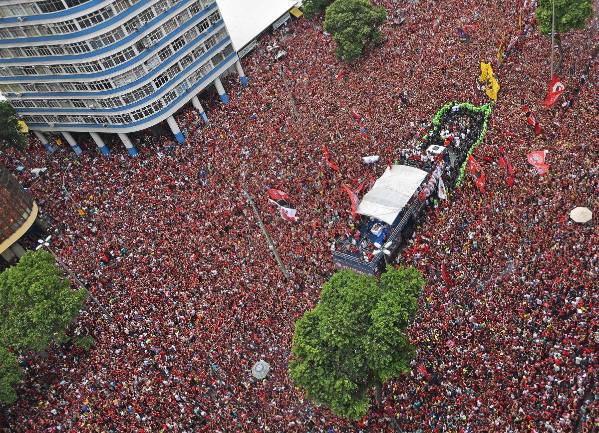 Fiesta, disturbios y locura en la impresionante celebración del Flamengo
