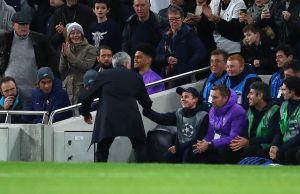 Fue clave en el triunfo del Tottenham: Mourinho alabó la labor de un recogebalones